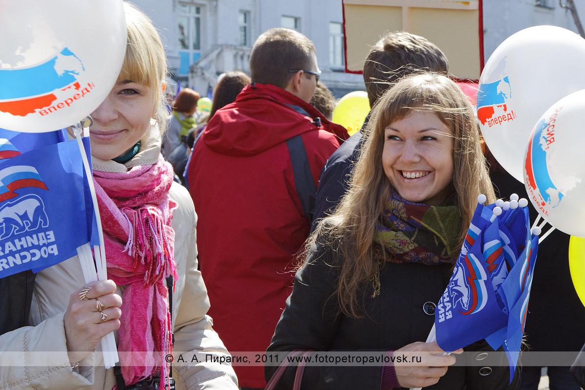 Фотография: камчатские девушки — праздничное настроение на 1 Мая. Праздник Весны и Труда на Камчатке
