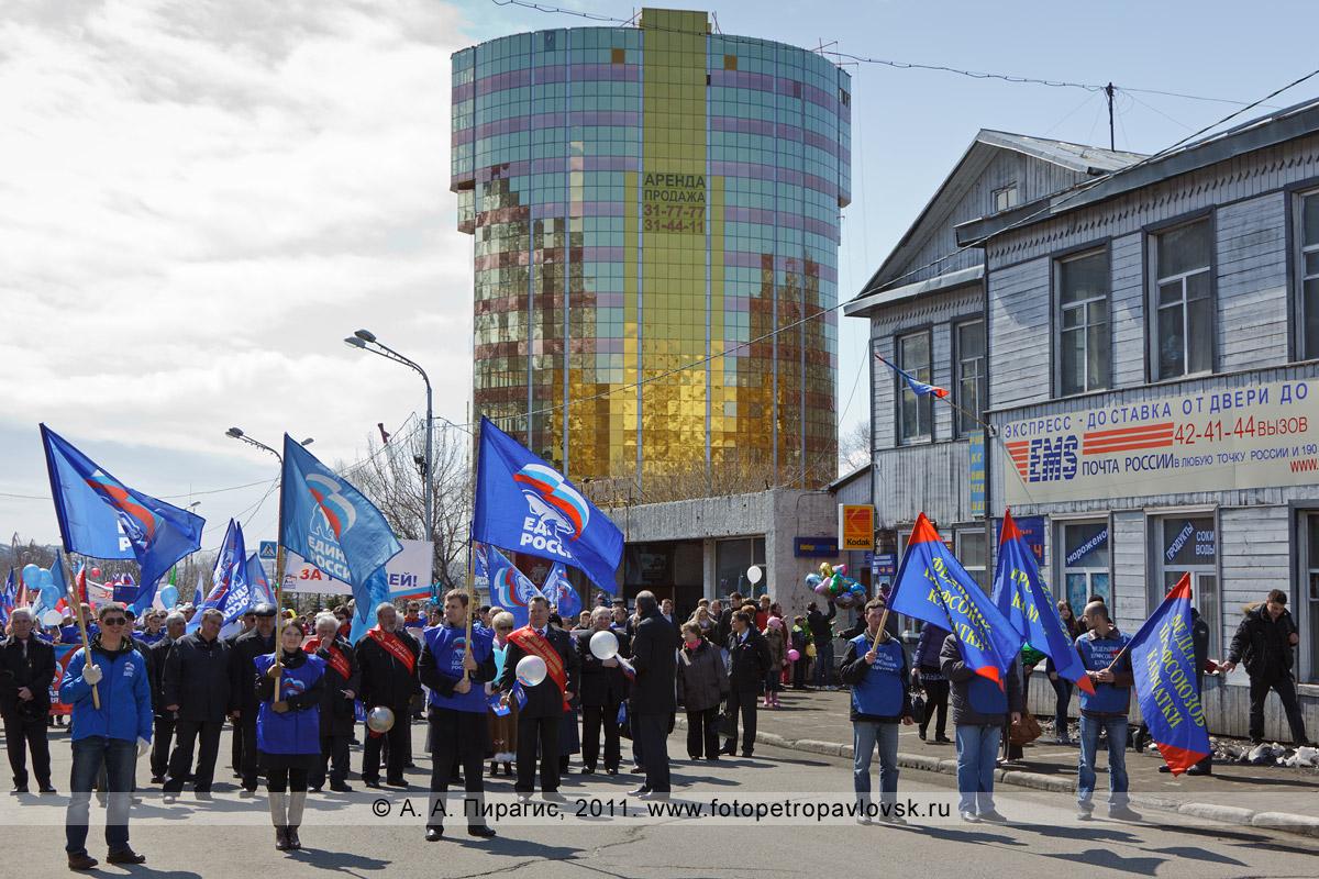 Фотография: праздничные колонны сформированы, можно начинать первомайскую демонстрацию! Город Петропавловск-Камчатский, улица Ленинская