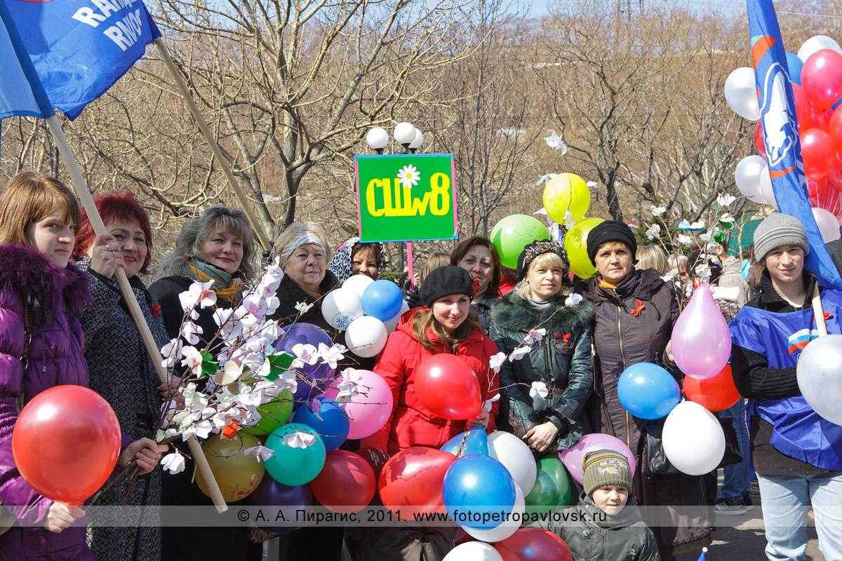Фотография: 1 Мая — Праздник Весны и Труда. Представители школы № 8 (Петропавловск-Камчатский)