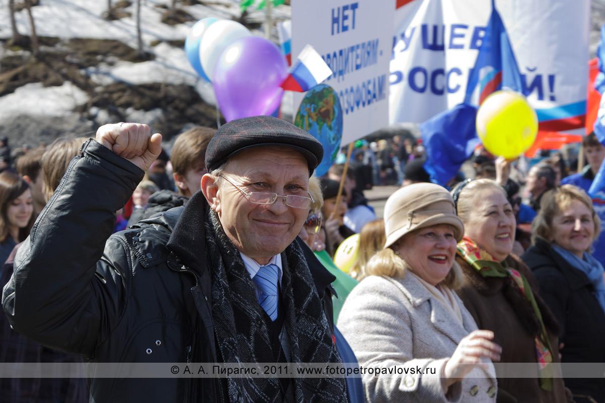 Фотография: участники демонстрации на Первомай в городе Петропавловске-Камчатском