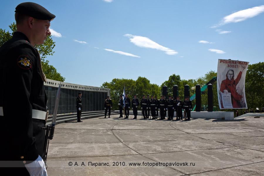 Фотография: 22 июня — День памяти и скорби в Петропавловске-Камчатском. Почетный караул
