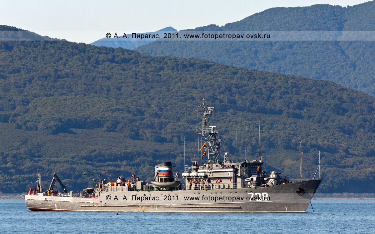 """Фотография: минно-тральный корабль """"МТ-738"""". Авачинская губа (бухта), полуостров Камчатка"""