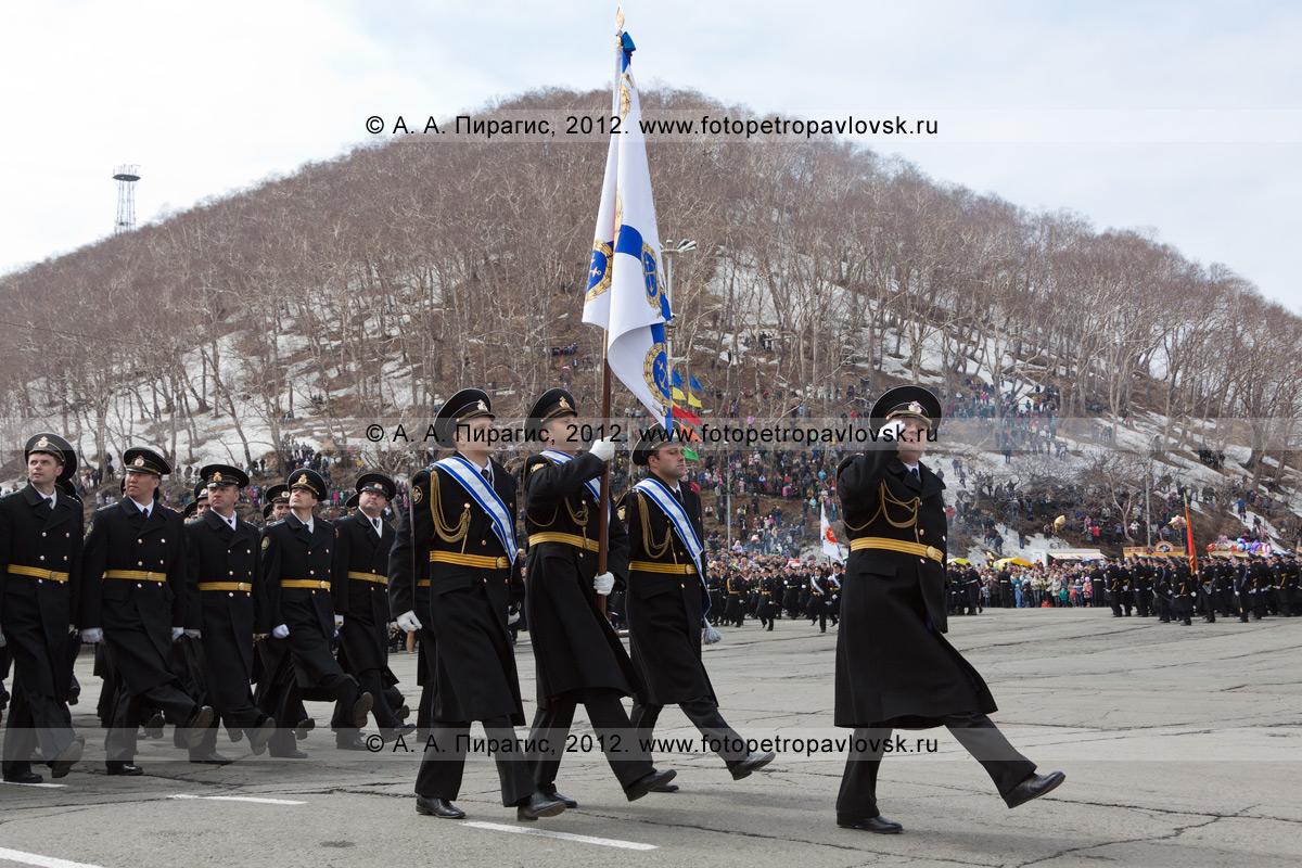 Фотография: торжественное шествие войск Петропавловск-Камчатского гарнизона. 9 Мая, празднование Дня Победы