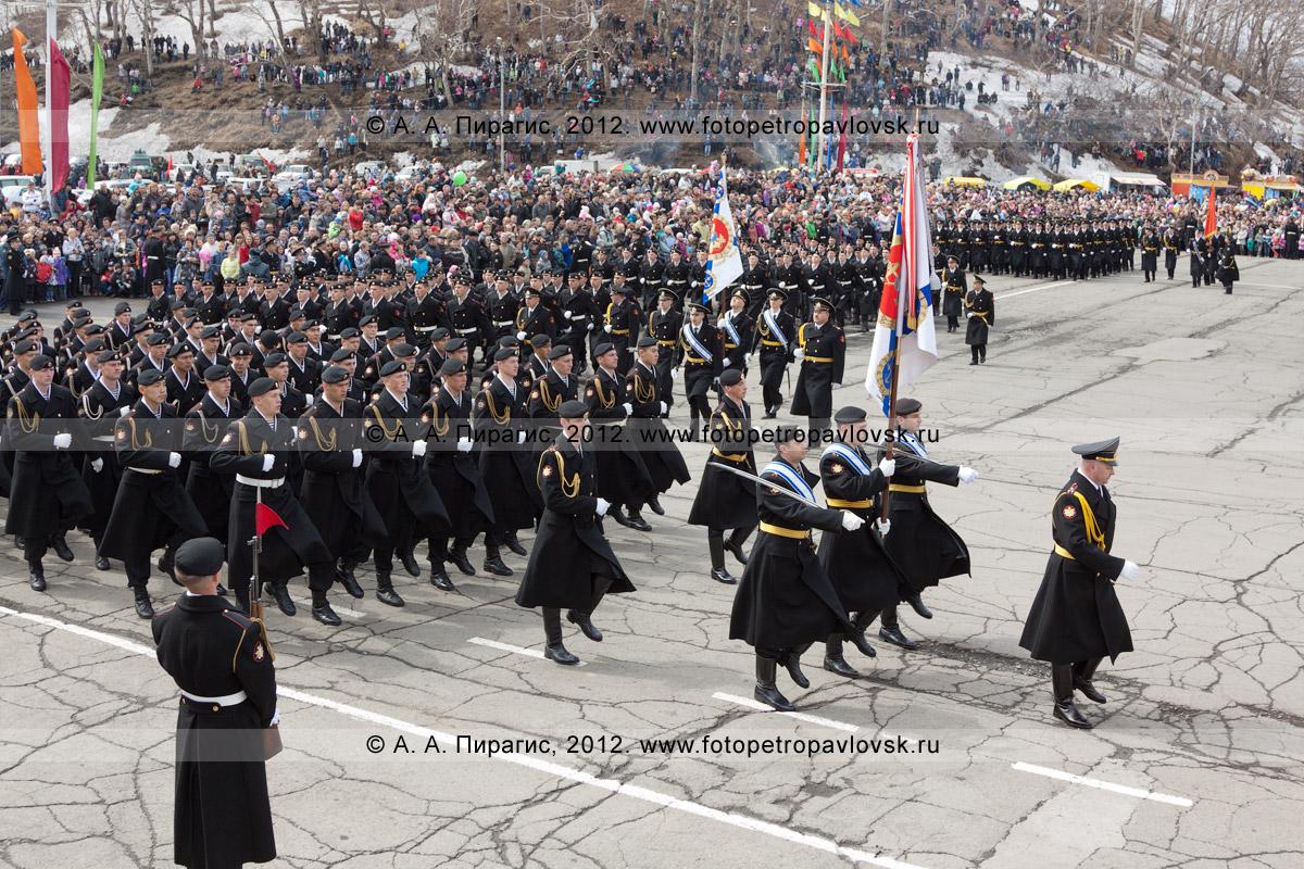 Фотография: 9 Мая, торжественное шествие войск Петропавловск-Камчатского гарнизона на площади Ленина. Празднование Дня Победы в Петропавловске-Камчатском
