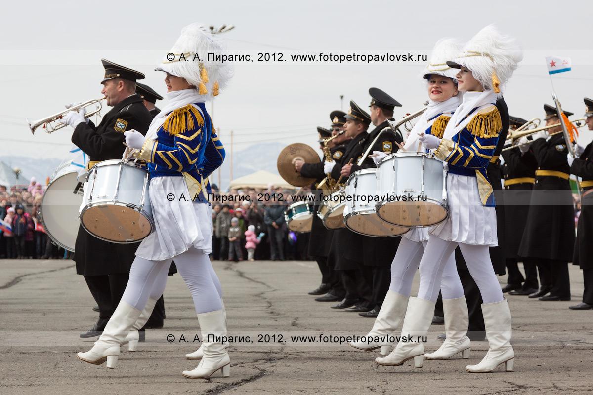 Фотография: Фотография: 9 Мая, оркестр Войск и Сил на северо-востоке России на площади Ленина (Петропавловск-Камчатский)