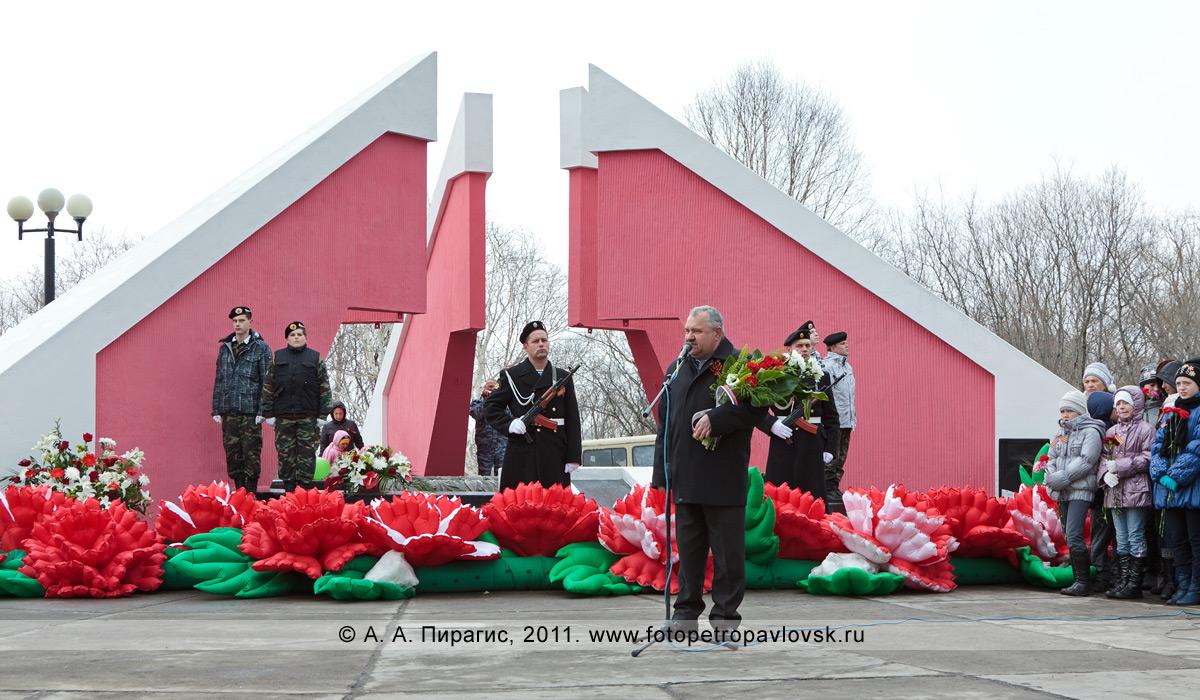 Фотография: выступление председателя Городской думы Петропавловска-Камчатского Ивана Данкулинца на митинге 9 Мая