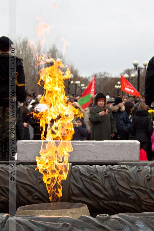 Фотография: вечный огонь, Мемориал памяти камчатцев, погибших во Второй мировой войне (Петропавловск-Камчатский)
