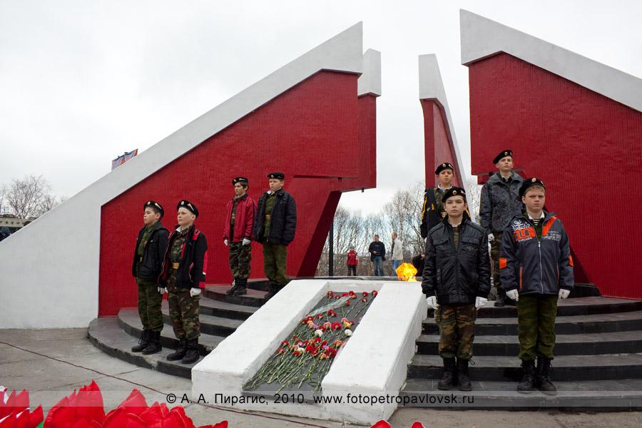 Фотография: 9 Мая, Петропавловск-Камчатский. Вечные огонь, Мемориал памяти камчатцев, погибших во Второй мировой войне