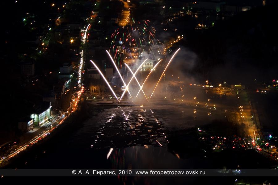 Фотография: 9 Мая, Петропавловск-Камчатский. Праздничный фейерверк в честь Победы в Великой Отечественной войне