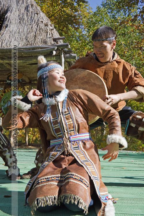 """Фотография: выступление коллектива этнического танца """"Нургэнек"""" на ительменском празднике """"Алхалалалай"""""""
