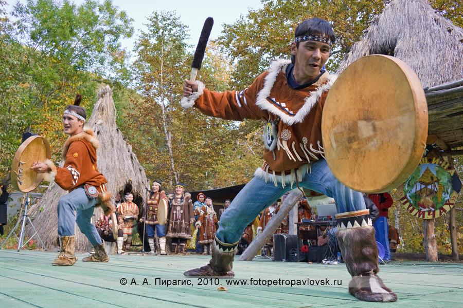 """Фотография: выступление ансамбля этнического танца """"Эльвель"""". Ительменский обрядовый праздник благодарения природе """"Алхалалалай"""""""
