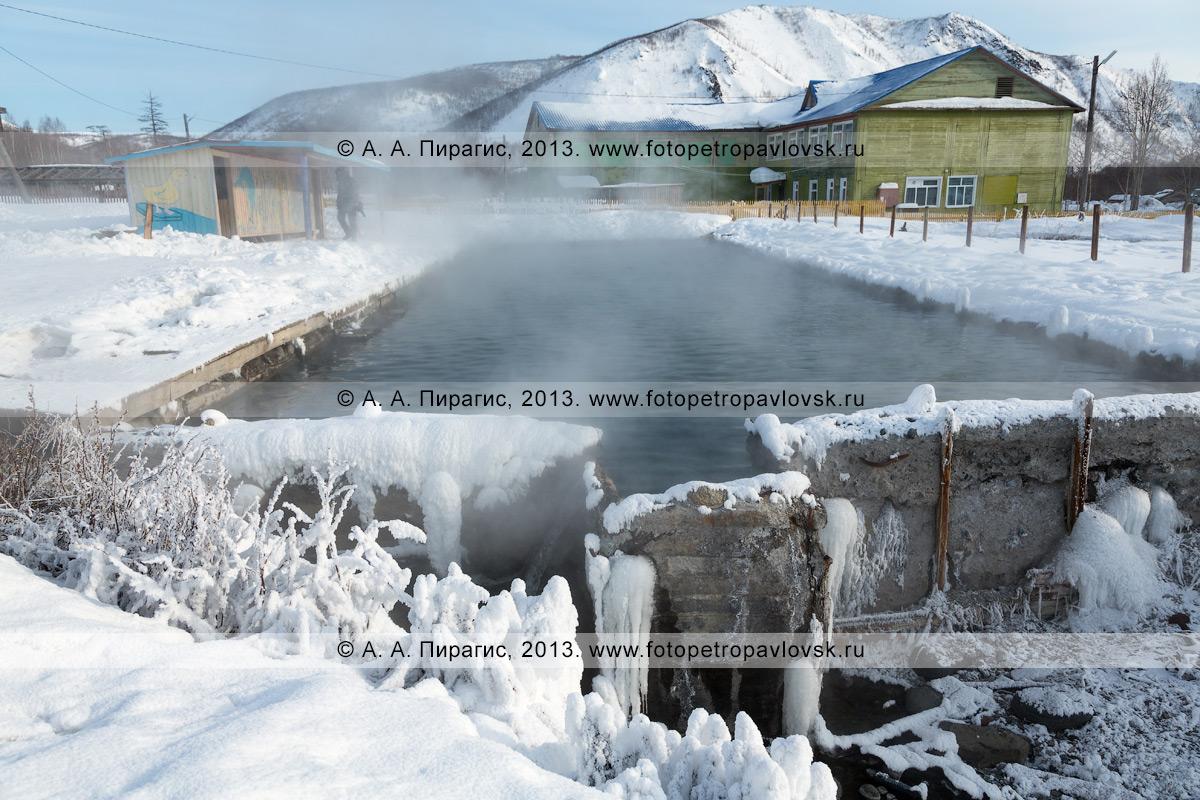 Фотография: вид на бассейн с термальной минеральной водой в селе Анавгай на Камчатке