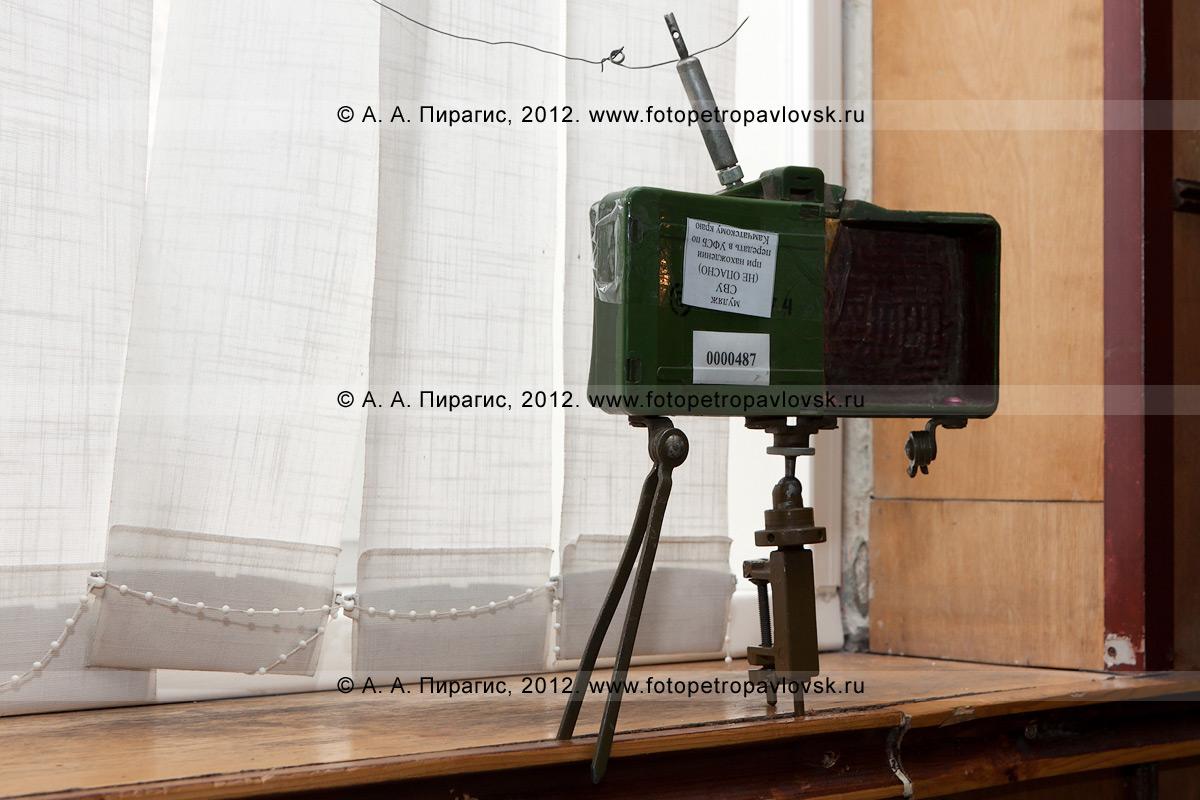 Фотография: взрывное устройство (бомба) на избирательном участке. Антитеррористические учения по пресечению теракта на объекте массового пребывания людей. Камчатский край, город Петропавловск-Камчатский