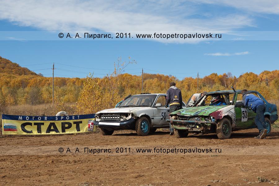 Фотография: спортивные автомобили перед стартом соревнований по автокроссу в городе Елизово (Камчатский край)