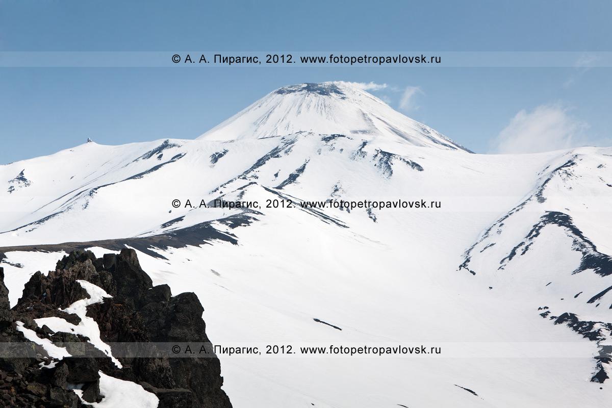 Фотография: камчатский пейзаж — Авачинский вулкан — активный вулкан на Камчатке. Вид на Авачинский вулкан с горы Верблюд