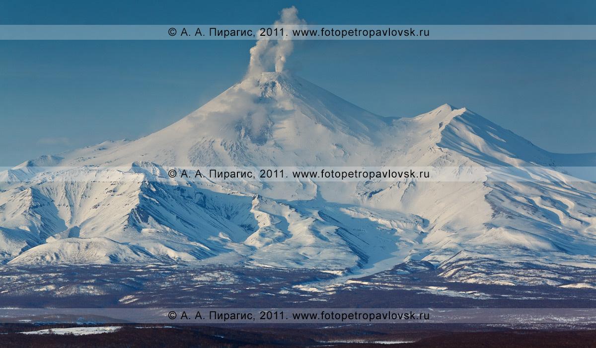Фотография: Авачинский вулкан — действующий вулкан Камчатки. Фумарольная активность Авачинского вулкана