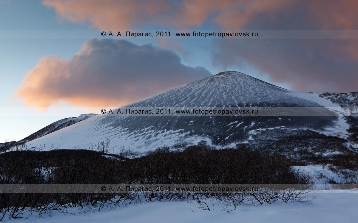 Фотография: сопка Бархатная (гора Бархатная) на Камчатке. Фотография Сопки Бархатной сделана на рассвете