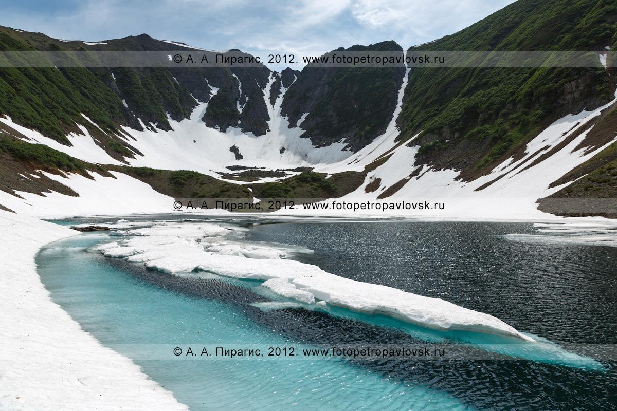 Фотография: вид на живописные Голубые озера на Камчатке