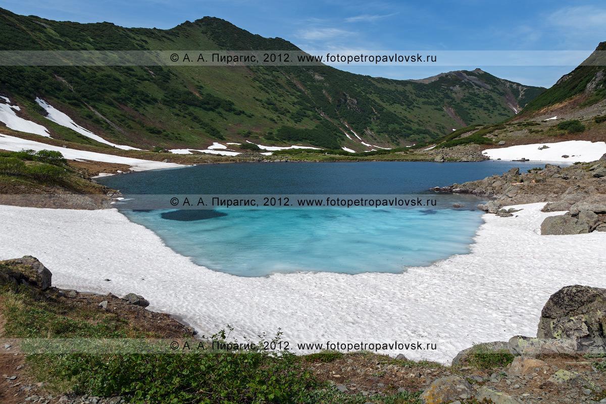 Фотография: вид на живописные Голубые озера, которые расположены в 16 километрах юго-западнее города Елизово (полуостров Камчатка)