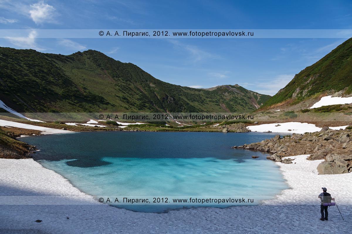 """Фотография: великолепный камчатский пейзаж — вид на Голубые озера. Памятник природы Камчатки """"Голубые озера"""" расположен на высоте 800 метров над уровнем моря"""