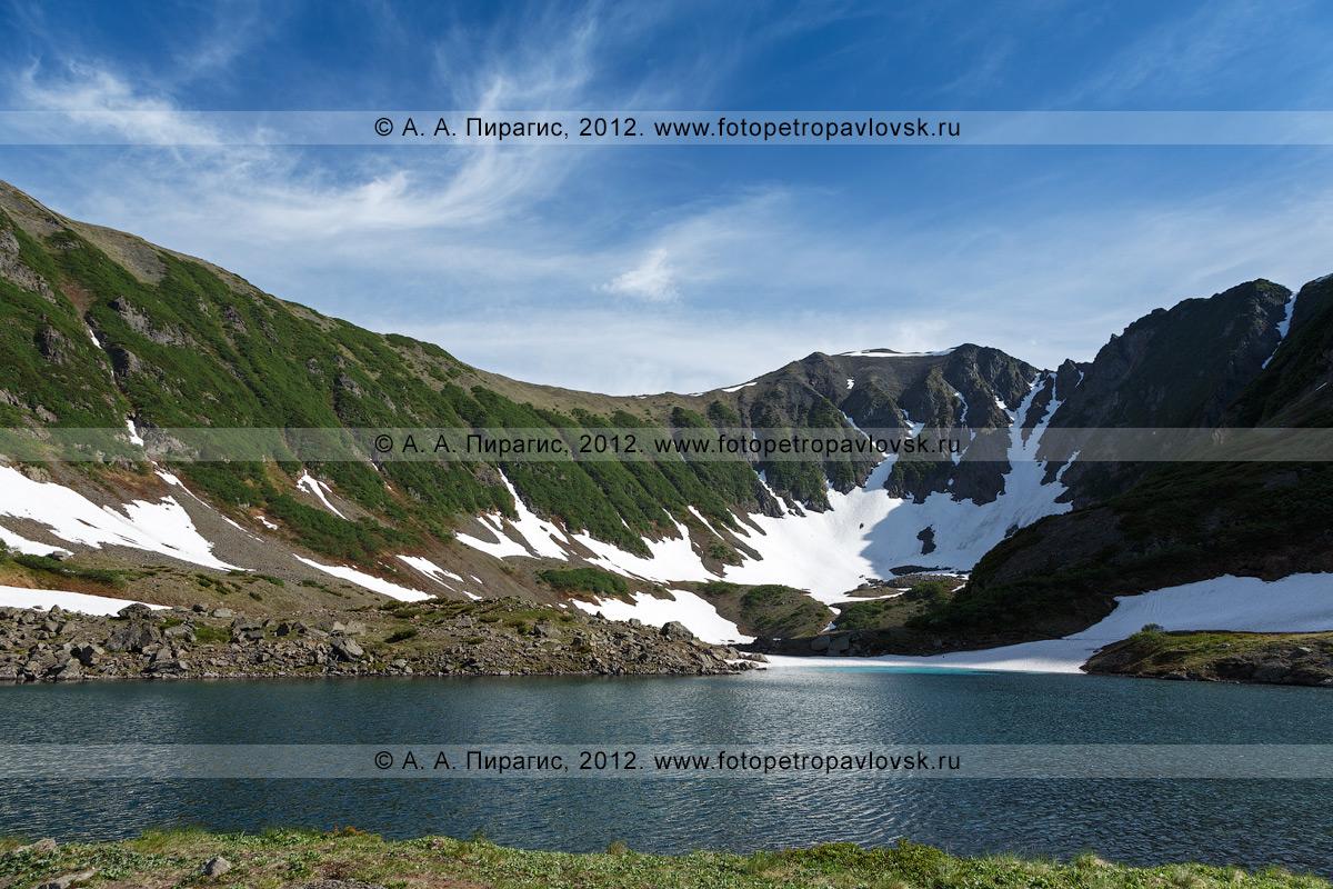 """Фотография: комплексный памятник природы Камчатки """"Голубые озера"""" — система озер, расположенная на высоте 800 метров над уровнем моря в живописной ледниковой котловине"""