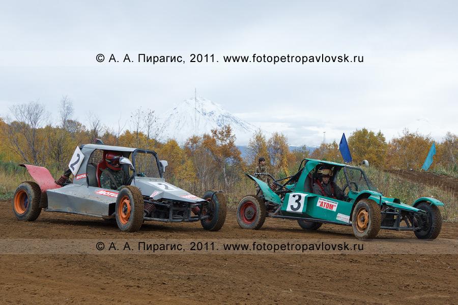 Фотография: багги перед стартом соревнований по баггикроссу в городе Елизово (Камчатский край)