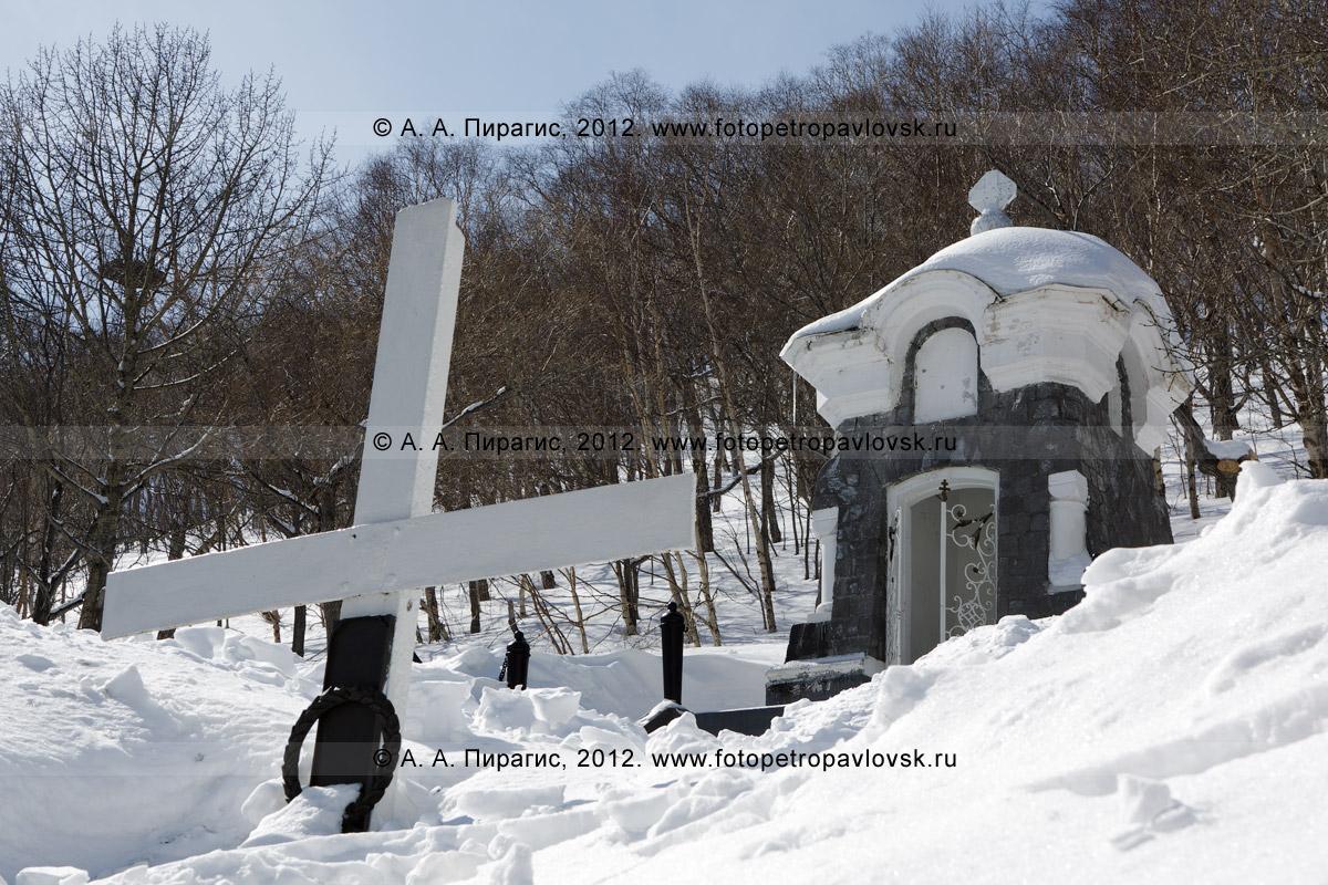 """Фотография: памятник """"Часовня"""" в память о погибших камчатцах при обороне Петропавловска от нападения англо-французской эскадры в августе 1854 года. Полуостров Камчатка, Петропавловск-Камчатский"""