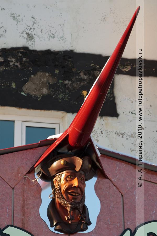 """Фотография: элемент вывески """"Corsaire"""". Петропавловск-Камчатский, микрорайон """"Силуэт"""""""