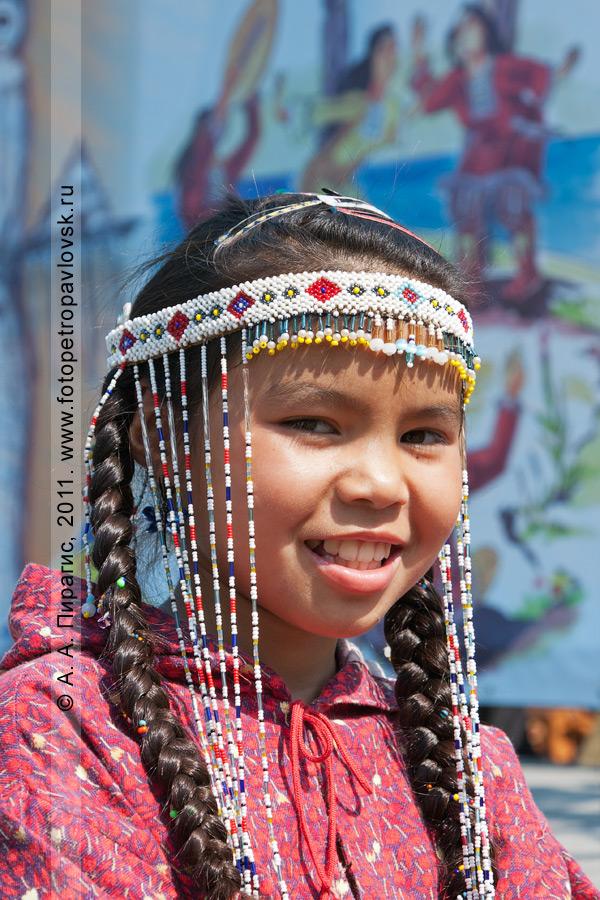 Фотография: девочка в национальном костюме. День аборигена, Международный день коренных малочисленных народов мира