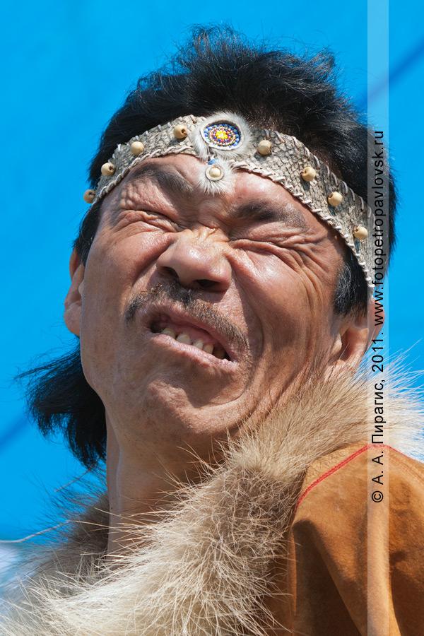 Фотография: гримаса, отпугивающая злых духов. День аборигена на Камчатке