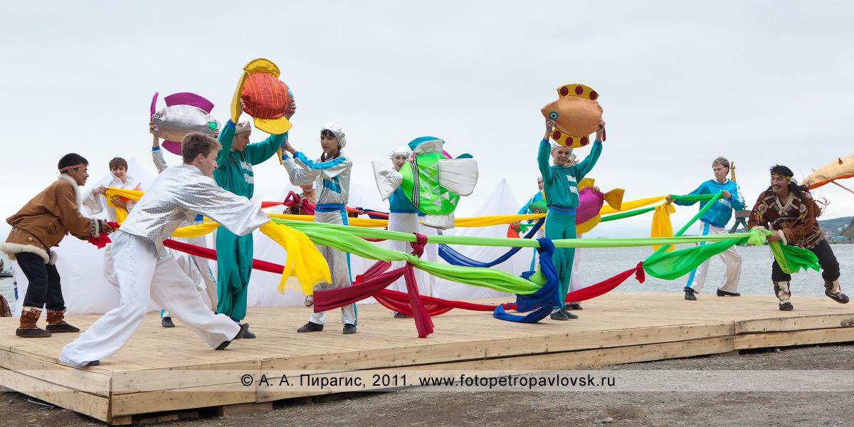 Фотография: День рыбака на Камчатке, театрализованное представление на Озерновской косе в городе Петропавловске-Камчатском
