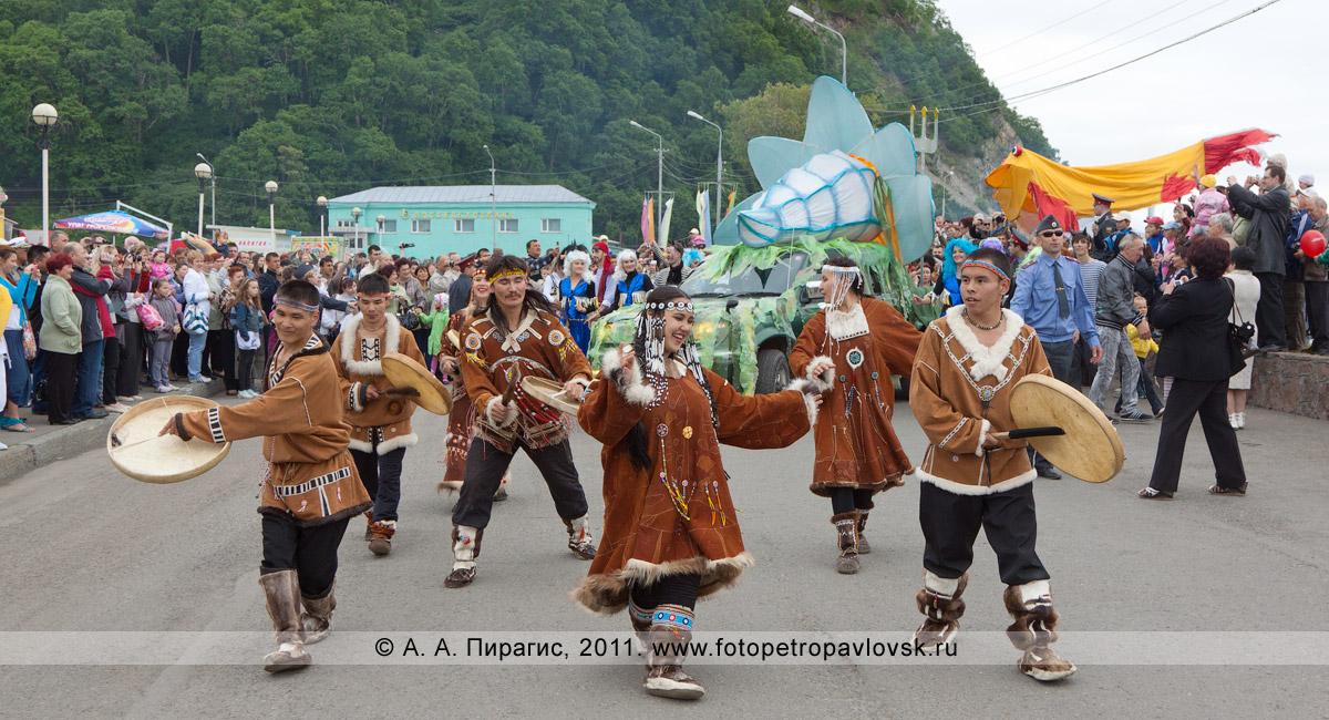 Фотография: театрализованное шествие в День рыбака на Озерновской косе в городе Петропавловске-Камчатском