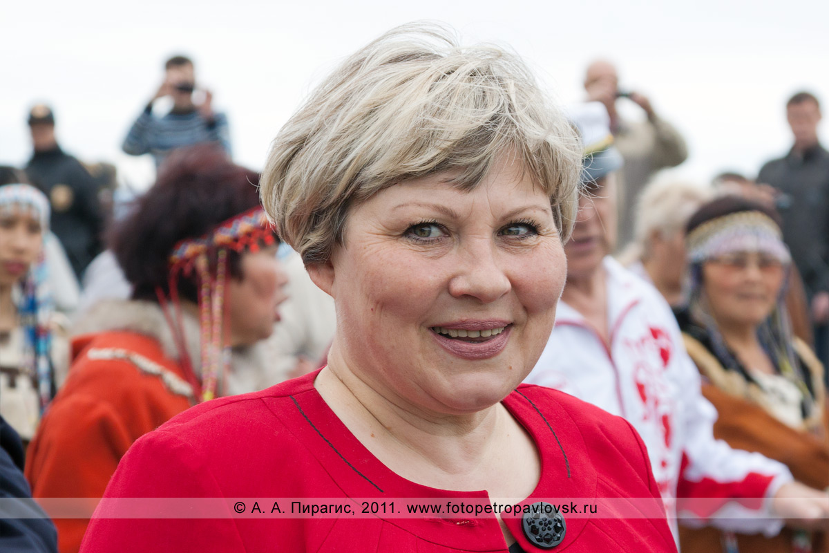 Фотография: Ирина Унтилова — заместитель председателя Правительства Камчатского края — участница театрализованного шествия в День рыбака
