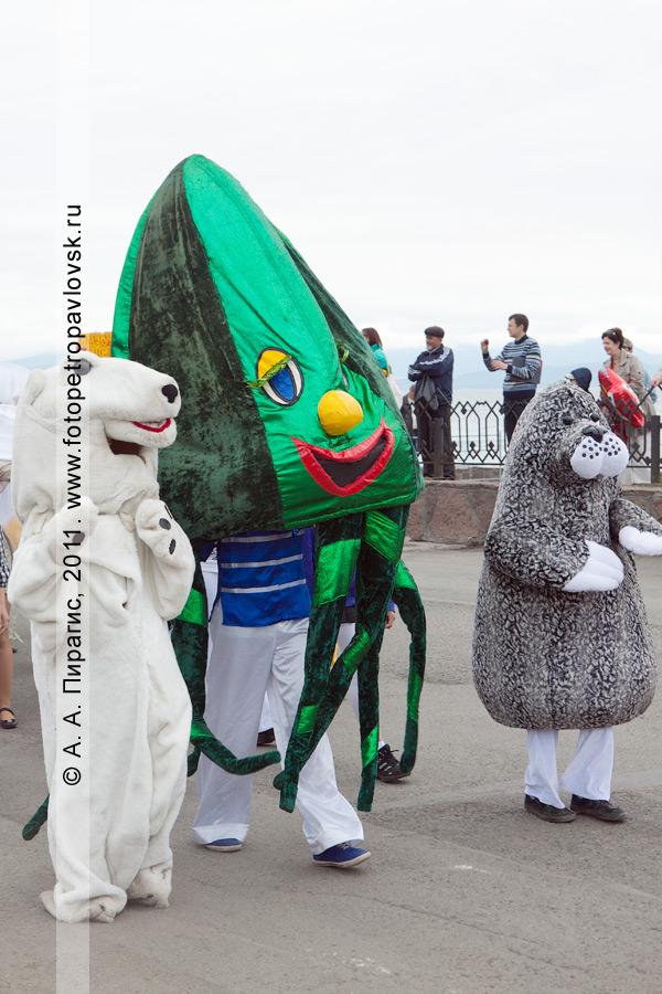 Фотография: театрализованное костюмированное шествие в День рыбака. Город Петропавловск-Камчатский, Озерновская коса
