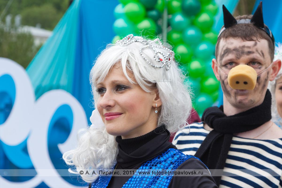 Фотография: красавица сирена и черт. День рыбака в городе Петропавловске-Камчатском