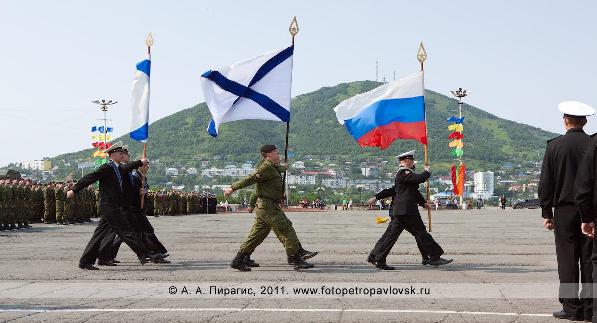Фотография: строевой смотр войск и сил Петропавловск-Камчатского гарнизона к Дню ВМФ России