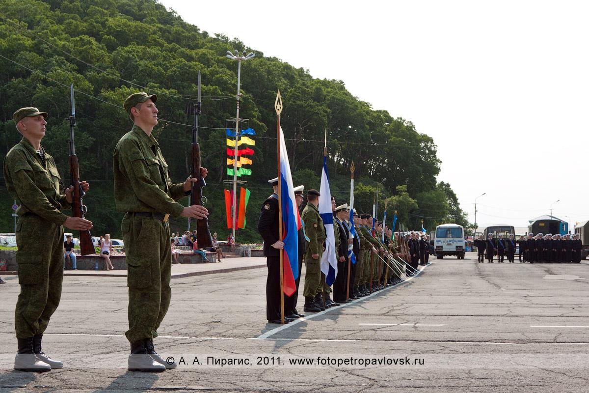 Фотография: строевой смотр войск и сил Петропавловск-Камчатского гарнизона, накануне празднования Дня ВМФ России