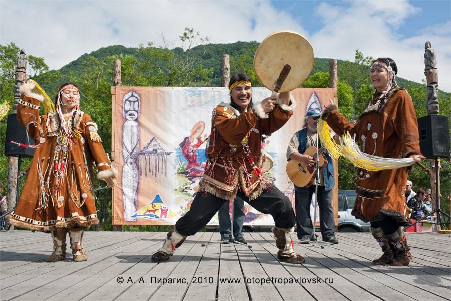 Фотография: выступление национальных коллективов. Празднование Дня аборигена в столице Камчатского края