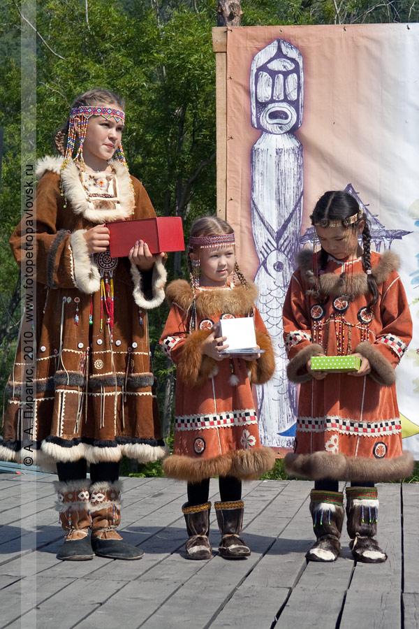 Фотография: победители в конкурсе национальных костюмов. День аборигена на Камчатке