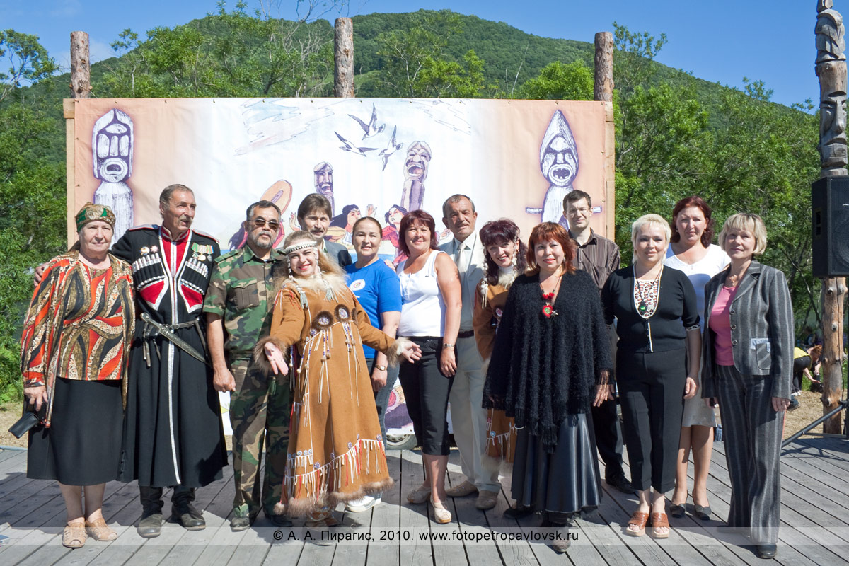 Фотография на память. Празднование Международного дня коренных малочисленных народов мира в городе Петропавловске-Камчатском