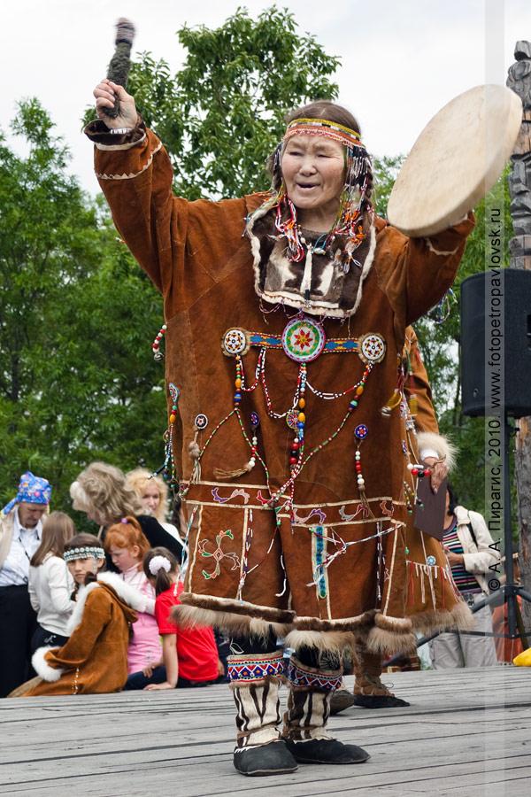 Фотография: выступление национальных коллективов. Празднование Дня аборигена на полуострове Камчатка