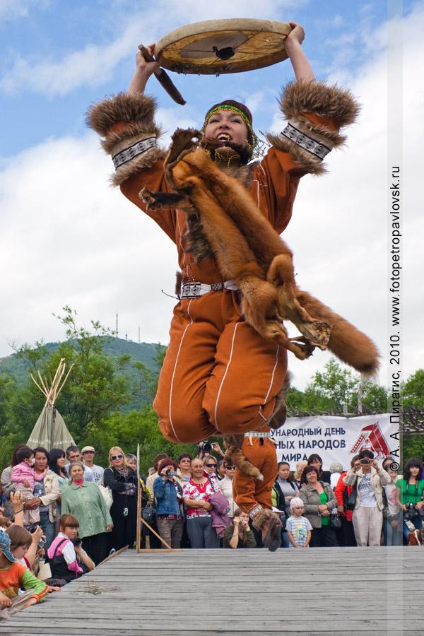 """Фотография: выступление коллектива национального северного танца """"Северные зори"""". Празднование Дня аборигена на Камчатке"""