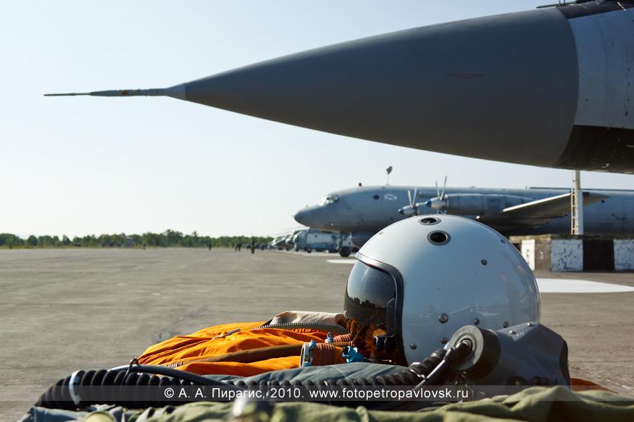 Фотография: День авиации в Камчатском крае — выставка авиатехники (военной и гражданской): вертолеты, самолеты, вооружение