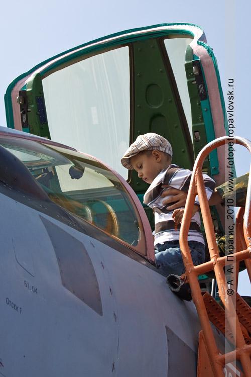 Фотография: Полуостров Камчатка — День Военно-воздушных сил России: в кабине истребителя МиГ-31
