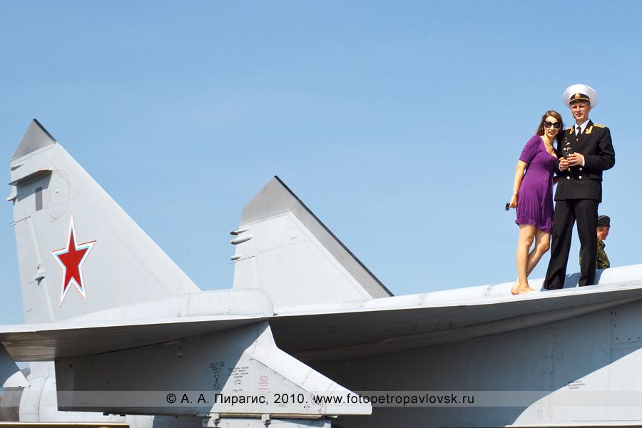 Фотография: Полуостров Камчатка — День Воздушного флота России: фотография на память — истребитель противовоздушной обороны дальнего действия МиГ-31