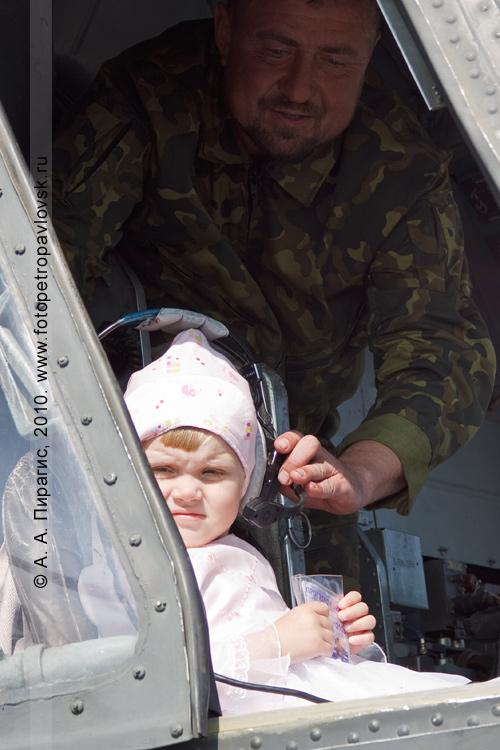 Фотография: Камчатский край — День авиации России: передача управления вертолетом Ми-8МТ