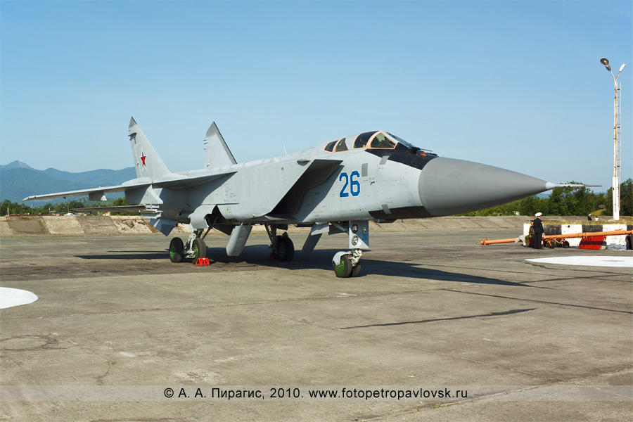 Фотография: День Воздушного флота России на Камчатке — истребитель МиГ-31 противовоздушной обороны дальнего действия