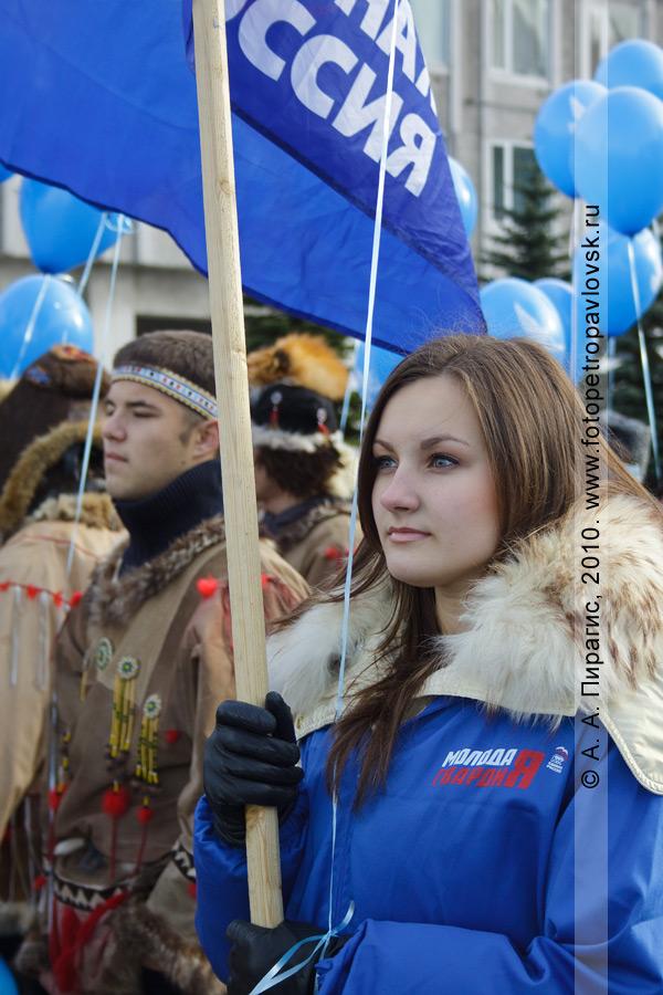 Фотография: в праздновании Дня народного единства на площади Ленина в Петропавловске-Камчатском приняли участие молодогвардейцы