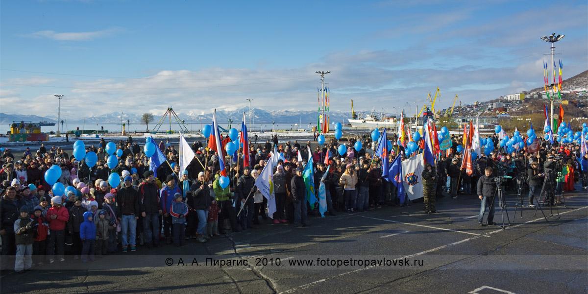Фотография: площадь Ленина в Петропавловске-Камчатском. День народного единства
