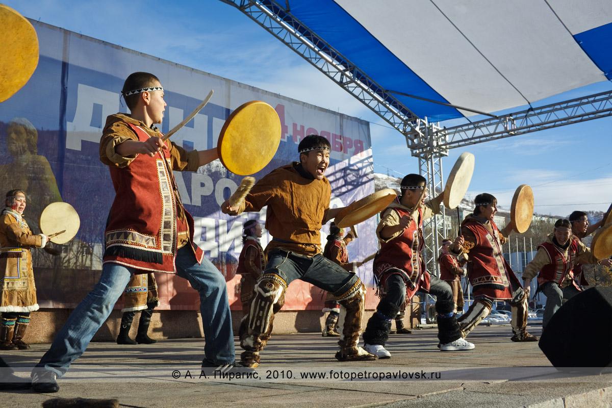 Фотография: празднование Дня народного единства на площади Ленина в столице Камчатского края — Петропавловске-Камчатском